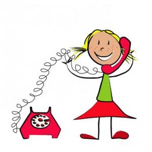 fillette au téléphone