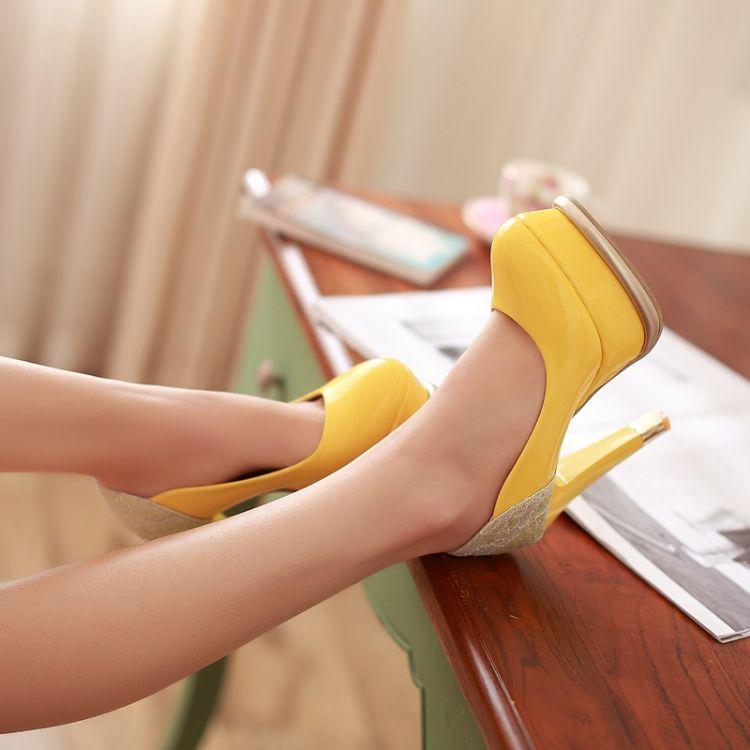 escarpins-jaunes-hauts-talons